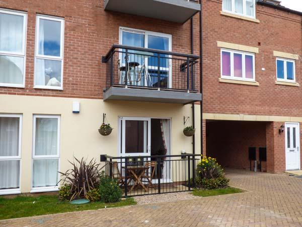WATERSIDE, cosy, ground floor apartment, off road parking, within reach of city - Image 1 - Lincoln - rentals