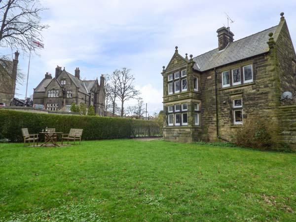 WHITWORTH LODGE, woodburning stoves, Grade II listed, access to park grounds, Matlock, Ref 936157 - Image 1 - Matlock - rentals