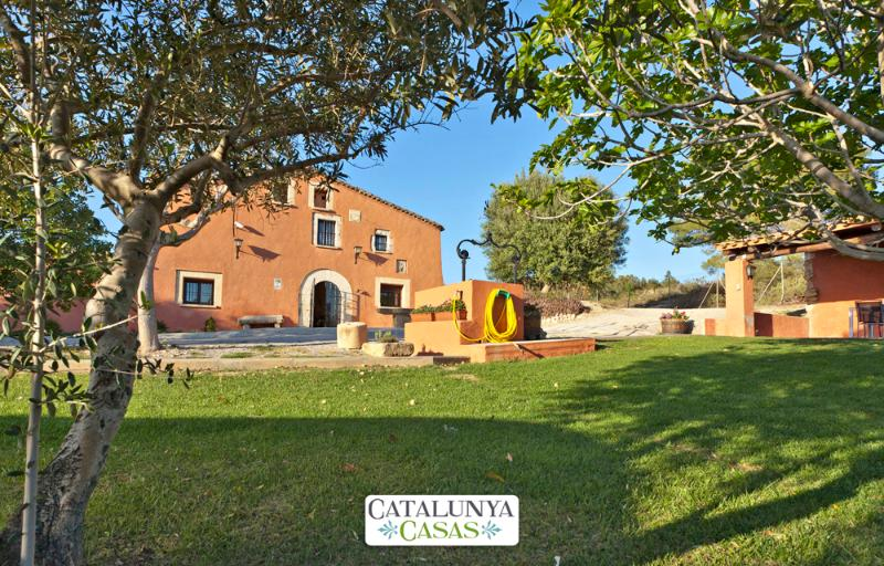 Countryside Masia Gipot for 17 guests, only 20-25 minutes from the beaches of Sitges - Image 1 - Santa Margarida i els Monjos - rentals
