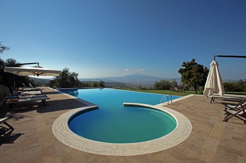 Villa Le Crete, beautiful villa lose in the winding hills of the Senese Crete. - Image 1 - Pienza - rentals