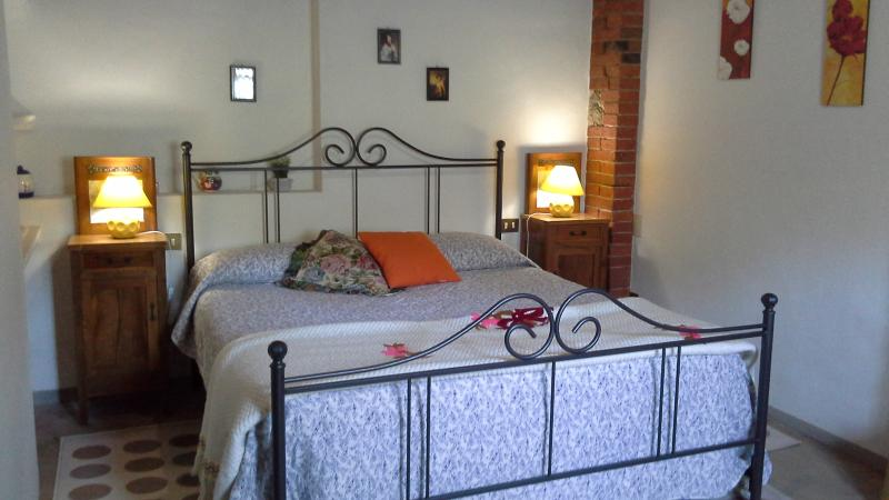 the interiors are simple  well-kept and decorated lovingly - Delightful  cottage between Lucca, Pisa, Florence - Pescia - rentals