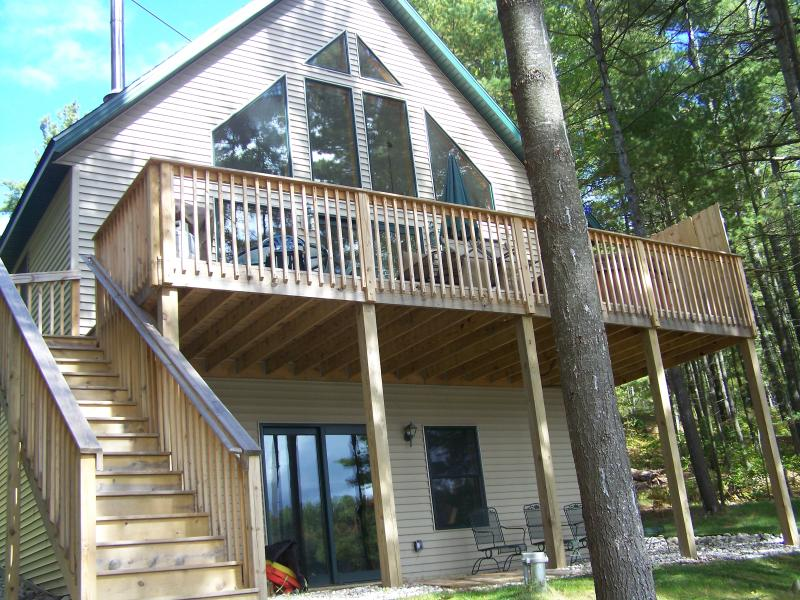 Front of chalet - Bear's Den Lakefront w/OUTDOOR HOT TUB*GOLF*BOAT - Gaylord - rentals
