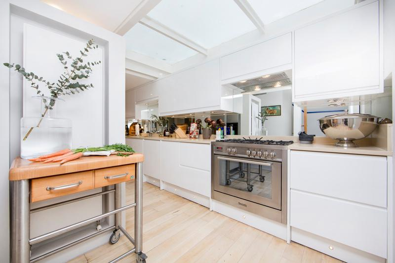 A superb four bedroom town house arranged over four floors with private garden. - Image 1 - London - rentals