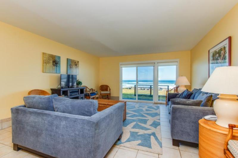 Oceanfront, dog-friendly condo w/sweeping views and beach access - Image 1 - Neskowin - rentals