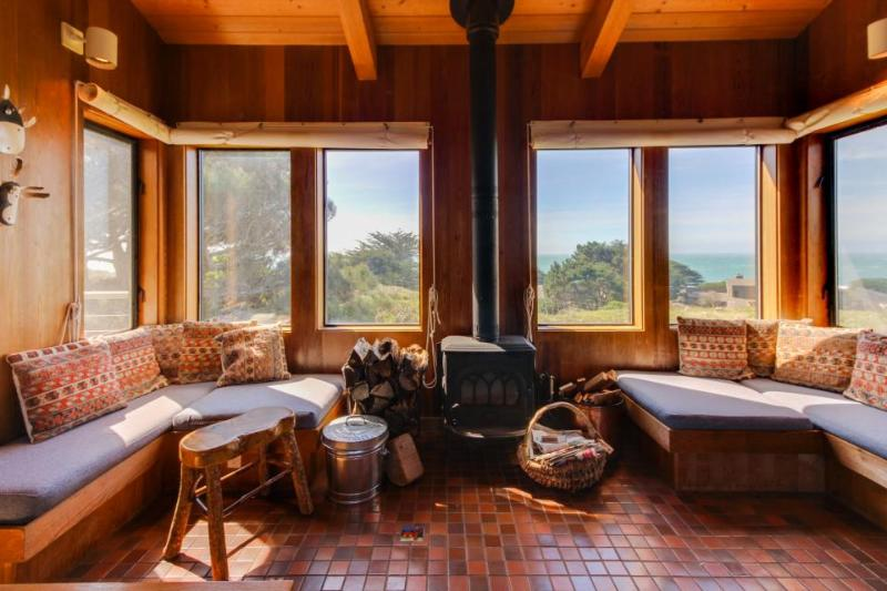Oceanview home, with two living areas, private hot tub, and shared pool access! - Image 1 - Sea Ranch - rentals