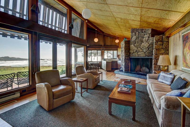 Oceanside home w/classic Sea Ranch architecture, shared pool, & 1 dog ok! - Image 1 - Sea Ranch - rentals