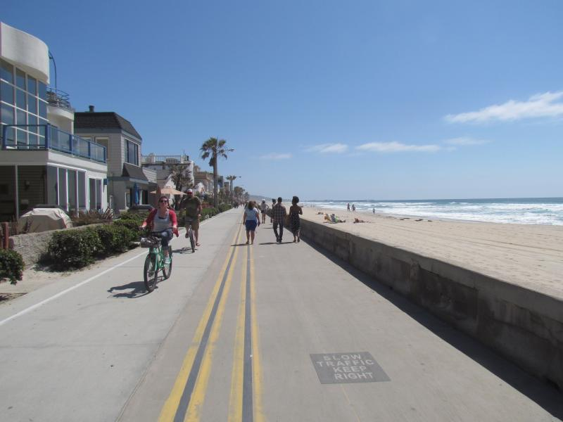 2 Bedroom Townhome 2 Mins. to the Beach - Image 1 - Pacific Beach - rentals