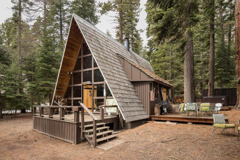 Charming A-frame with a hot tub, 2 decks & a great location! - Image 1 - Carnelian Bay - rentals