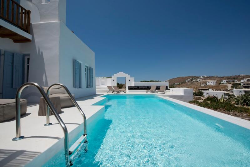 Mykonos - Gv -  Villa La Perla with pool and 3 bedrooms - St. Johns Beach area - Image 1 - Mykonos - rentals