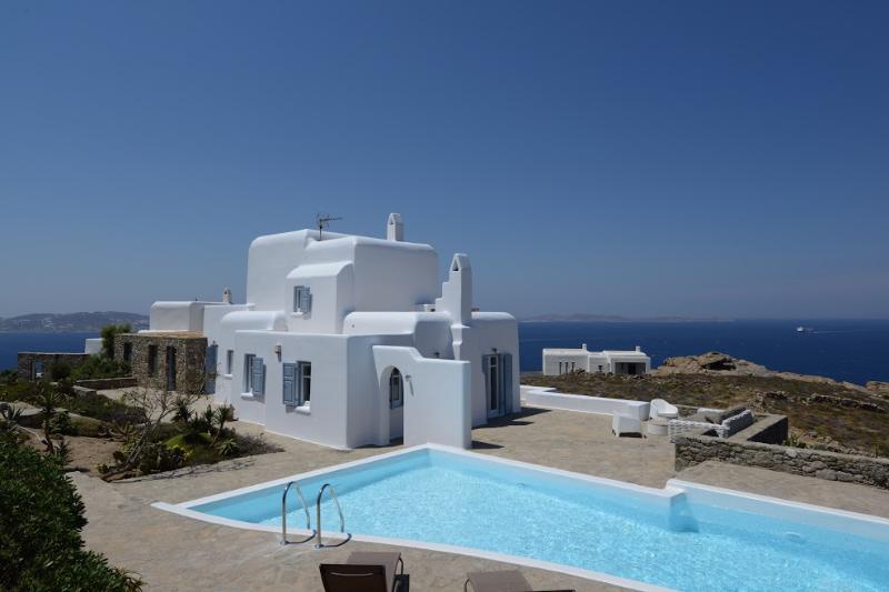 Mykonos Villa Cristallo in Choulakia with private pol & 5 bedrooms - Image 1 - Mykonos - rentals