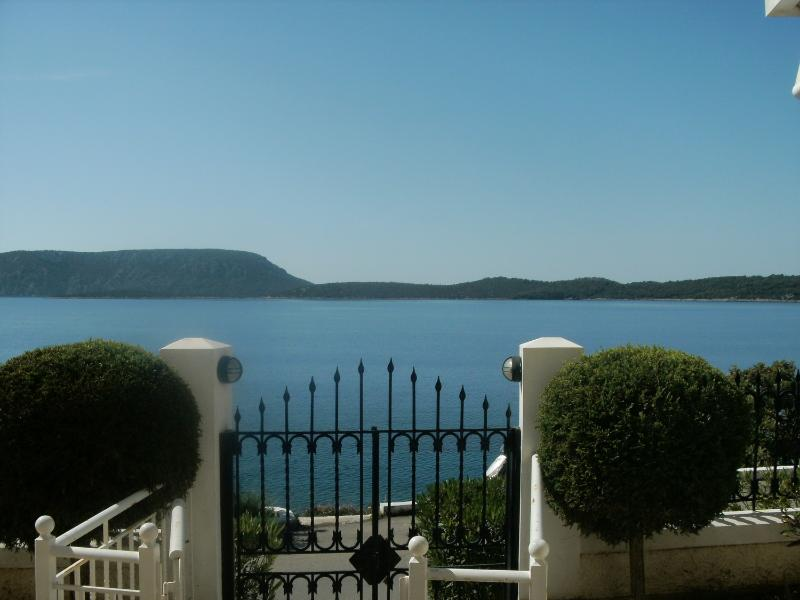 Porto Cheli - Ermioni Apartment right on the Sea Front with 3 bedrooms - Image 1 - Port Heli - rentals