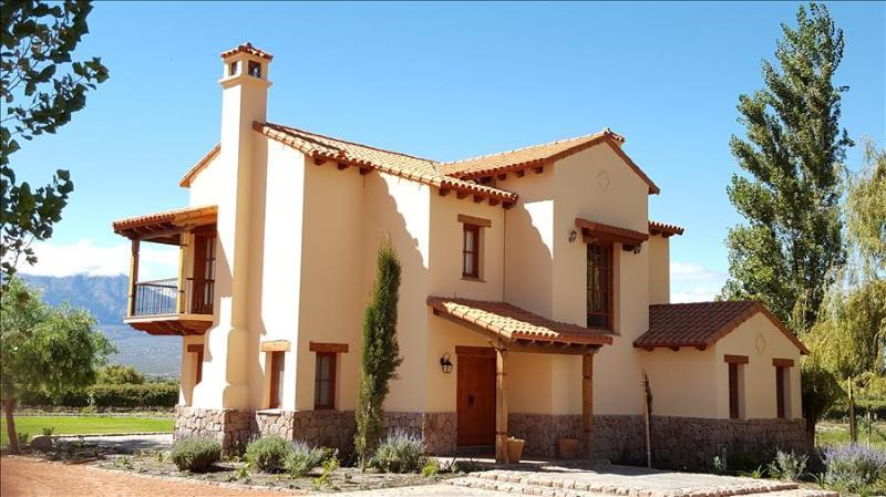 Casa Mistol by Cafayate Holiday - Image 1 - Cafayate - rentals