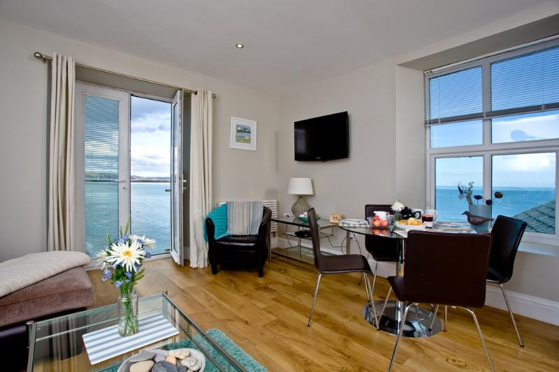 11 At the Beach located in Torcross, Devon - Image 1 - Torcross - rentals