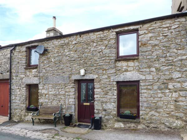 ROSEMARY COTTAGE, woodburning stove, pet-friendly, countryside views, Kirkby Lonsdale, Ref 917679 - Image 1 - Kirkby Lonsdale - rentals