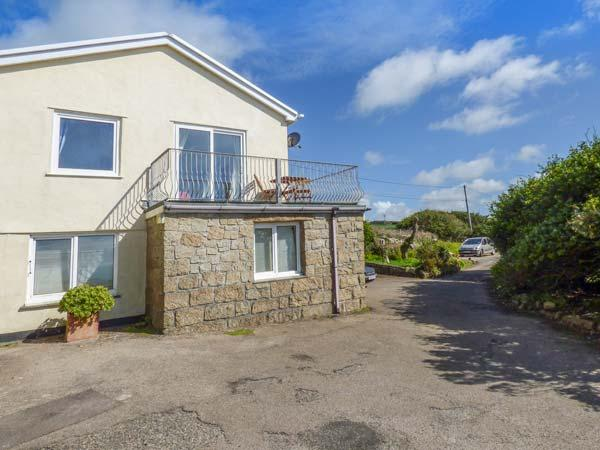THE LOOKOUT, private beach access, sea views, balcony, pet-friendly, Sennen Cove, Ref 932663 - Image 1 - Sennen Cove - rentals