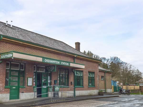 STATION MASTER'S FLAT, first floor flat, above ticket office in railway station, in Okehampton Ref 934616 - Image 1 - Okehampton - rentals