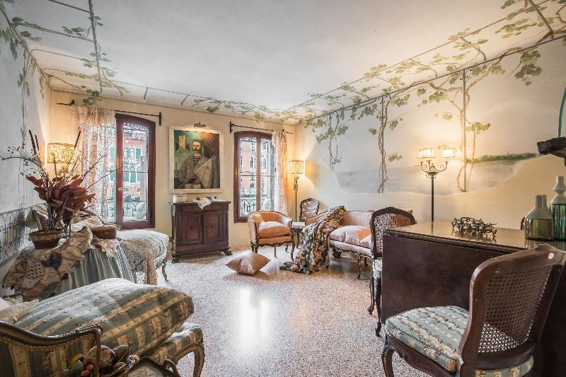 Petit Ca' Garçon - Luxury and wonderful apartment on the Canal Grande, winter garden, a double bedroom, a single bedroom, 2 bathrooms, air conditioning, internet Wi.Fi - Image 1 - Venice - rentals