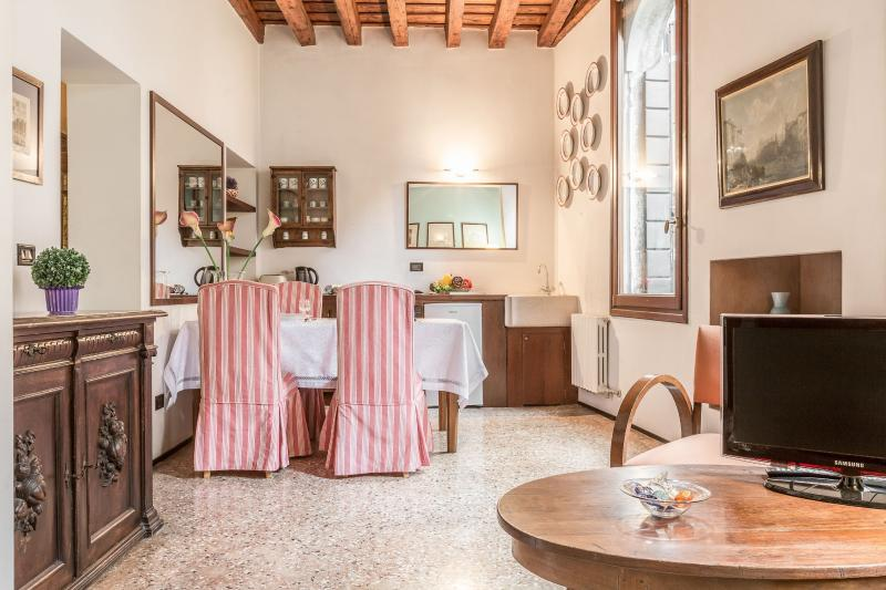 Alberi - Romantic one bedroom apartment in a quiet part of Venice with fantastic restaurants around. - Image 1 - Venice - rentals