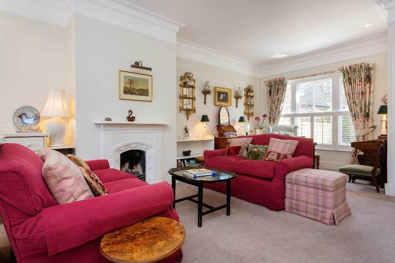 A light and elegant home in fashionable Chelsea. - Image 1 - London - rentals