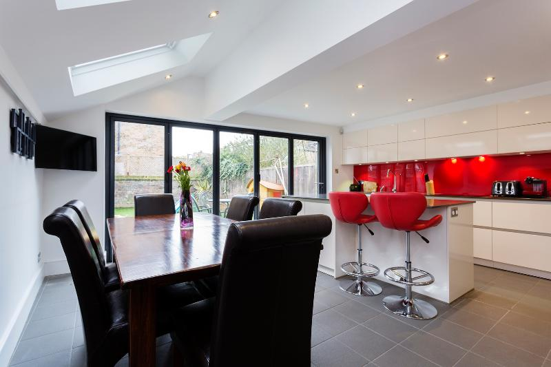 4 bed family house, Wolseley Gardens, Chiswick - Image 1 - London - rentals
