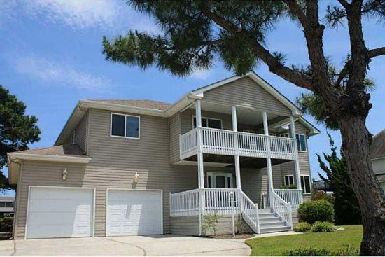 Coastal Jem *Beautiful canalfront home with amazing water views!* - Image 1 - Virginia Beach - rentals