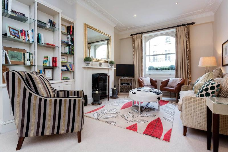 A bright and classic maisonette in the heart of Chelsea. - Image 1 - London - rentals