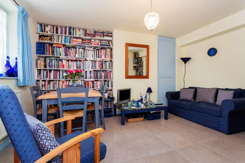 A small and cosy apartment in central London - Image 1 - London - rentals