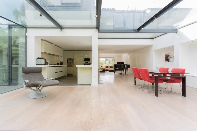 5 Bedroom Minimalist Home, Hurst Avenue, Highgate - Image 1 - London - rentals