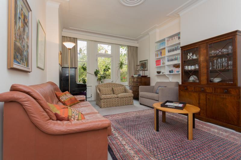 Dyne Road, 4 bed property, sleeps 6 - Image 1 - London - rentals