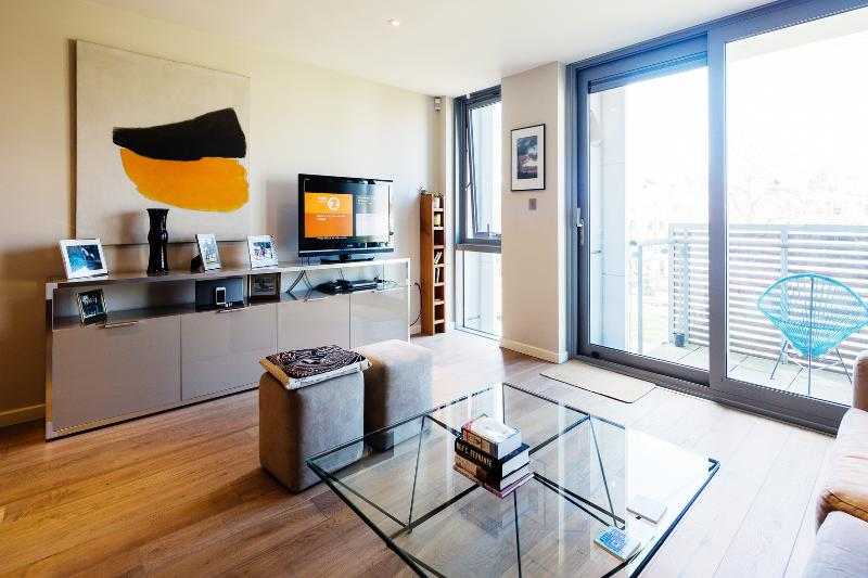 A smart and contemporary apartment in fashionable Islington. - Image 1 - London - rentals