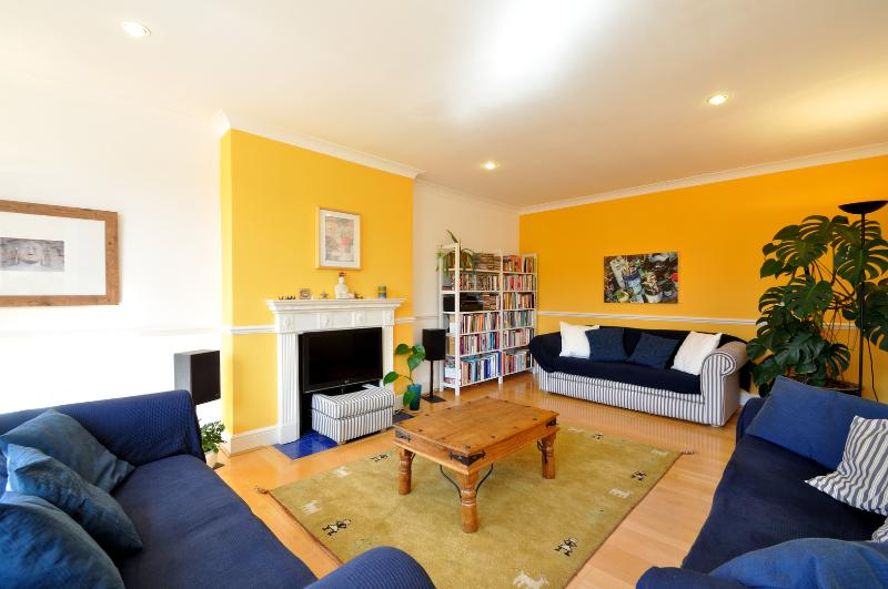 Bright & Colourful 3 bed on Greencroft Gardens, Hampstead - Image 1 - London - rentals