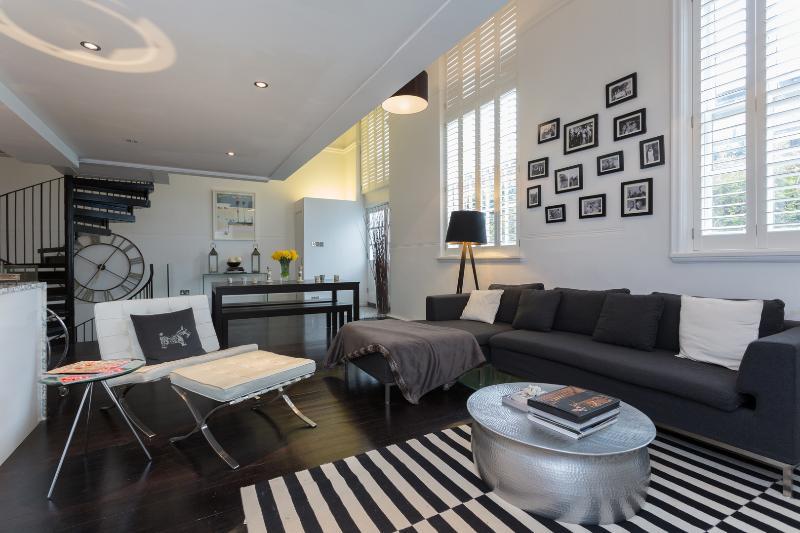 Pristine 2 bed open plan mezzanine flat, Lyham Road, Clapham - Image 1 - London - rentals