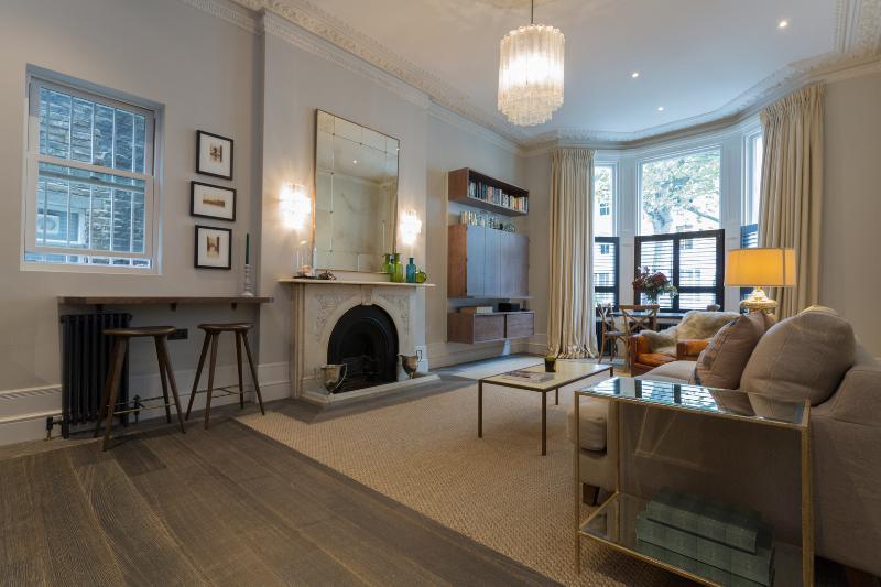 2 bedroom designer flat on Bassett Road, Notting Hill - Image 1 - London - rentals