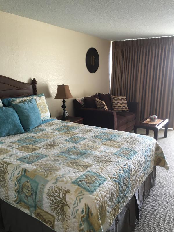 3310 Queen bed, loveseat . - New studio condo 3310 in Island Colony - Honolulu - rentals