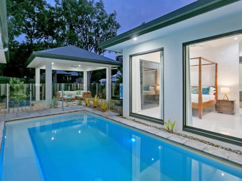CASTAWAYS * PALM COVE - Image 1 - Palm Cove - rentals