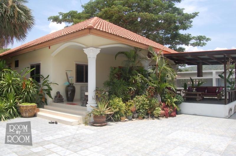 Villas for rent in Hua Hin: V6200 - Image 1 - Hua Hin - rentals