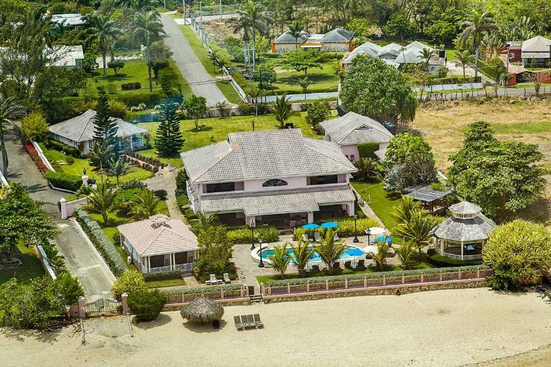 Villa Paradiso, Sleeps 12 - Image 1 - Mammee Bay - rentals