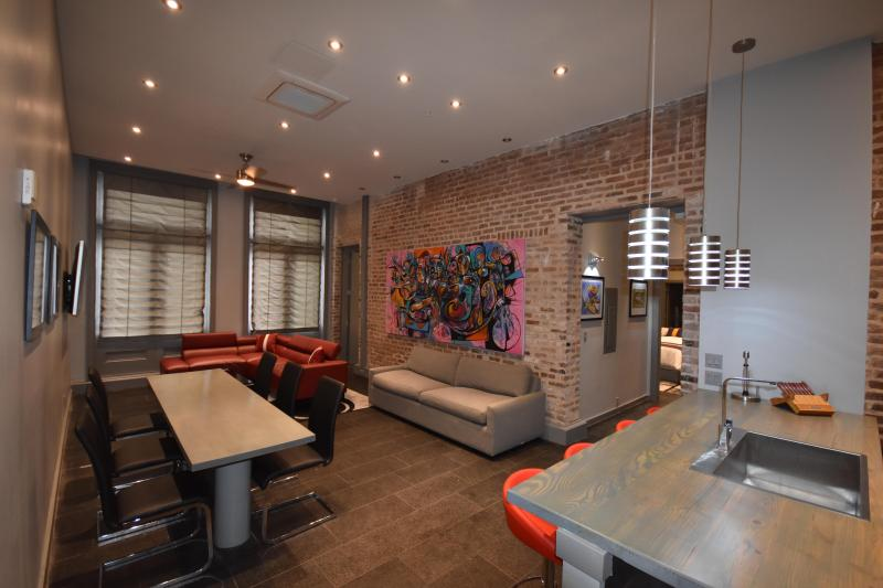 Living and Dining Area - Beautiful 4 Bedroom and 4 Bath with on-site Hot Tub and Pool with Cabanas - New Orleans - rentals