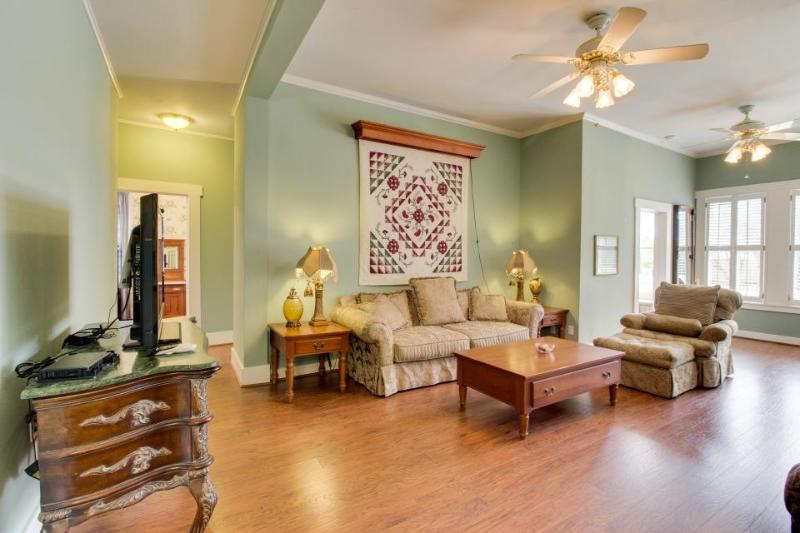 Gorgeous historic suite w/pool & hot tub - walk downtown! - Image 1 - Fredericksburg - rentals