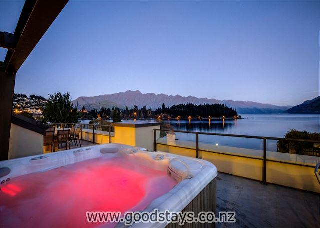 Peppers Waterfront Penthouse 402 - Image 1 - Queenstown - rentals