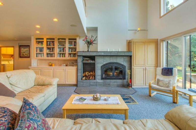 Beautiful oceanfront home with a private hot tub, bluff views & a shared pool! - Image 1 - Sea Ranch - rentals