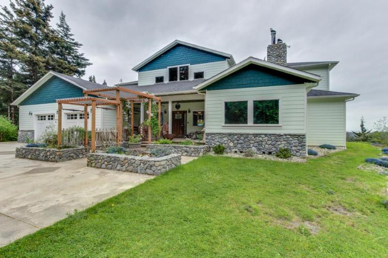Gorgeous, dog-friendly estate w/ocean views, gourmet kitchen - Image 1 - Port Orford - rentals
