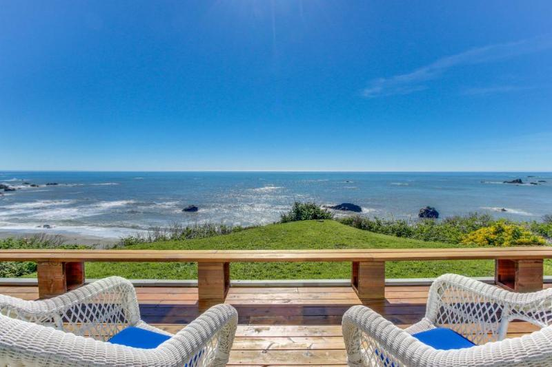 Family-friendly oceanfront home, w/sweeping views & privacy - Image 1 - Brookings - rentals