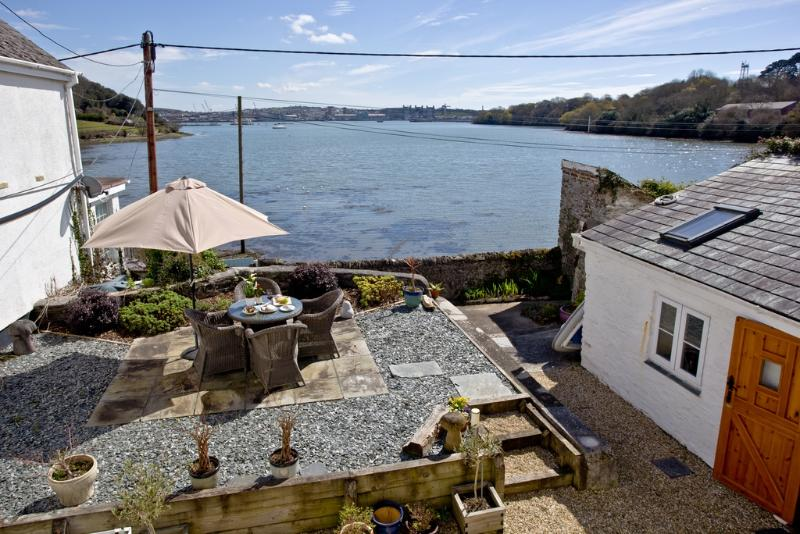 Harbour View, Wilcove located in Torpoint, Cornwall - Image 1 - Torpoint - rentals
