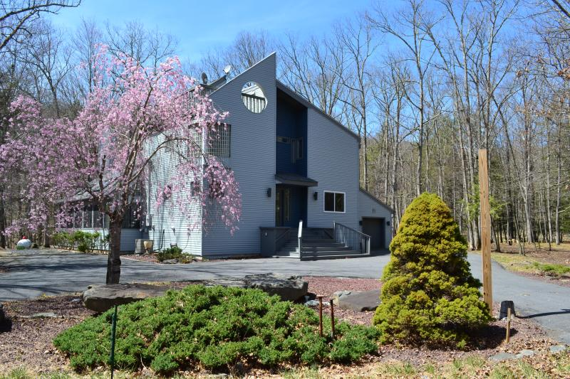Creek-front Modern House with Volleyball court - Image 1 - Bushkill - rentals