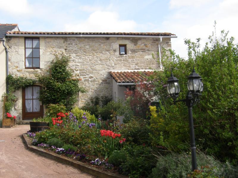 4STAR LYS Romantic cottage for 2 - A Romantic cottage for TWO set amoungst vineyards. - Les Verchers-sur-Layon - rentals