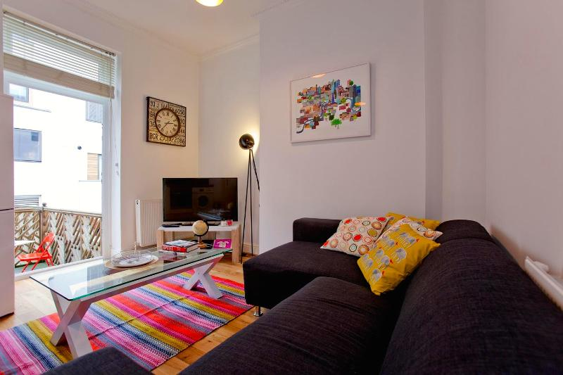 Colorful 2 Bedroom in Islington - Image 1 - London - rentals