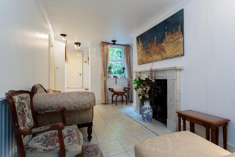 2 bed flat, Iverna Gardens, Kensington - Image 1 - London - rentals