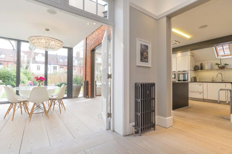 Beautifully designed 5 bed 4 bath house, Chiswick - Image 1 - London - rentals