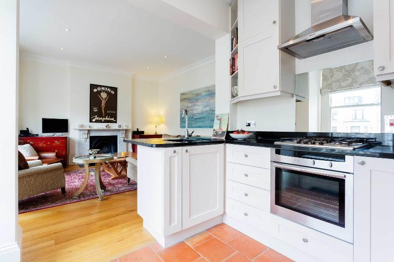 A smart and elegant apartment in Maida Vale - Image 1 - London - rentals